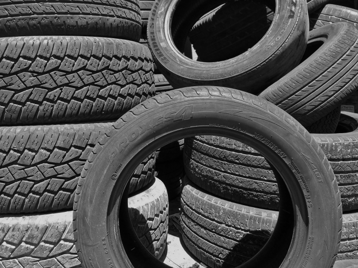 tires-913588_1280